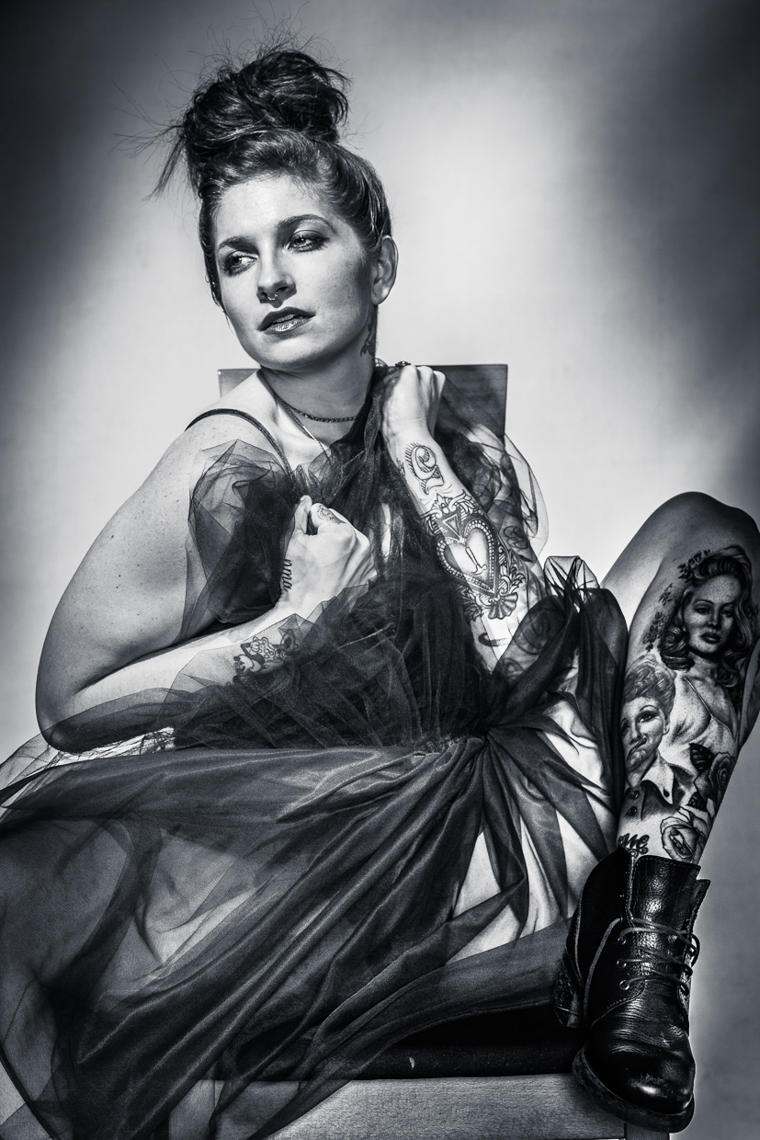 NOIR_FEMALE_TATTOO